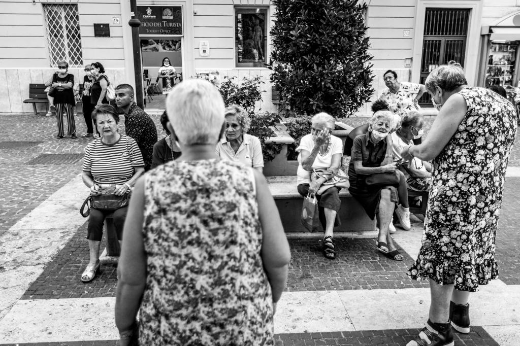 STREET  PHOTOGRAPHY, Ho viaggiato in diversi paesi ed esplorato i contesti urbani anche più quotidiani cercando di cogliere forme e caratteri di coloro che li vivono e li animano. Osservare la realtà con