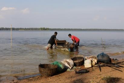 Tonle Sap lake,Young Fishermen Cambodia 2018